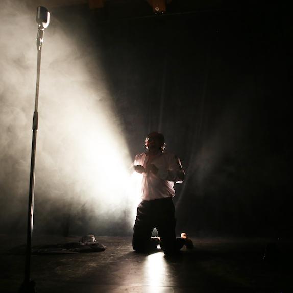Francis Giauque en spectacle : «Soleil noir: opéra pour un homme seul»